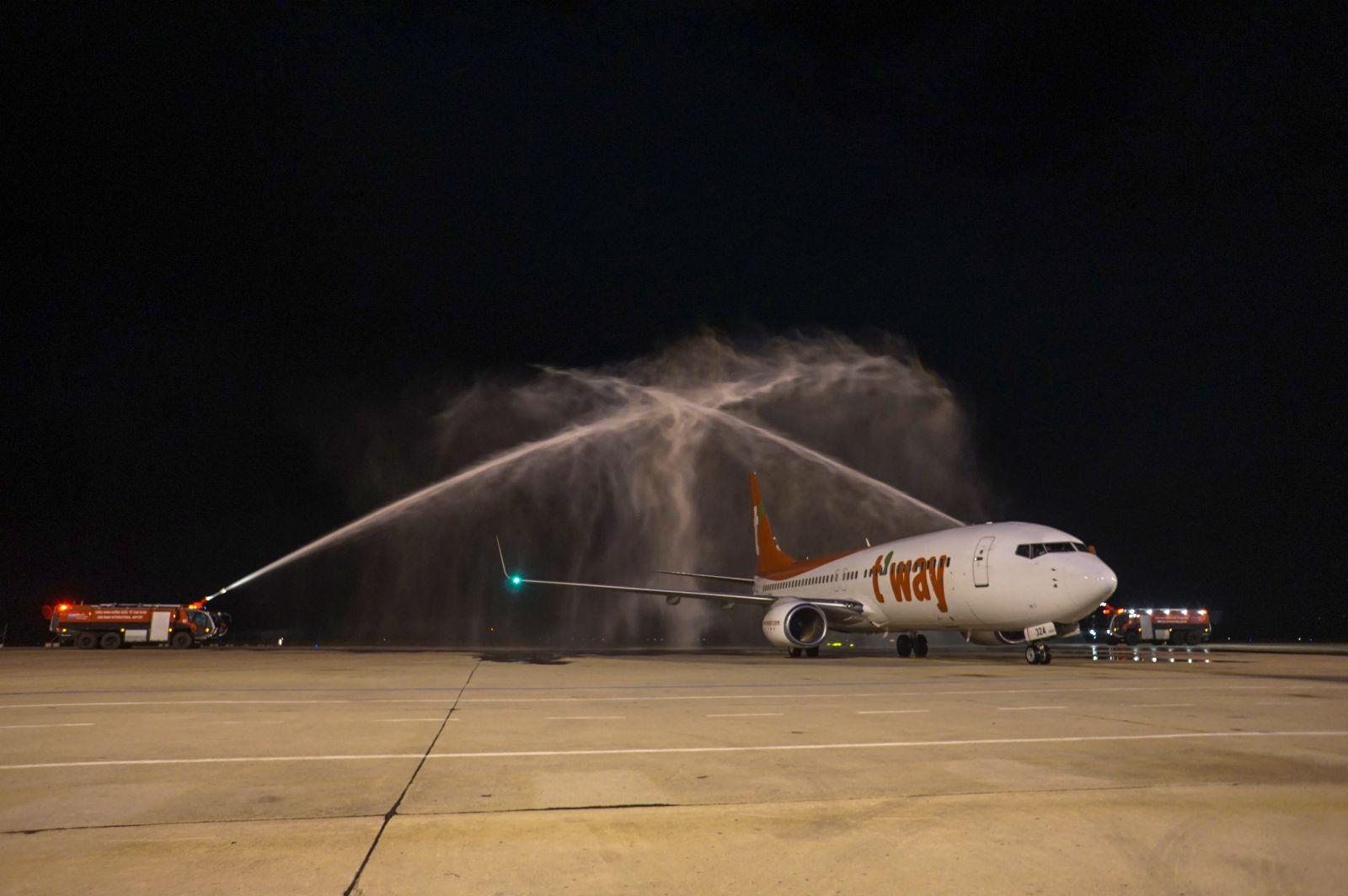 Cảng hàng không quốc tế Cam Ranh (Khánh Hoà) chuẩn bị khai thác đường bay quốc tế thương mại thường lệ