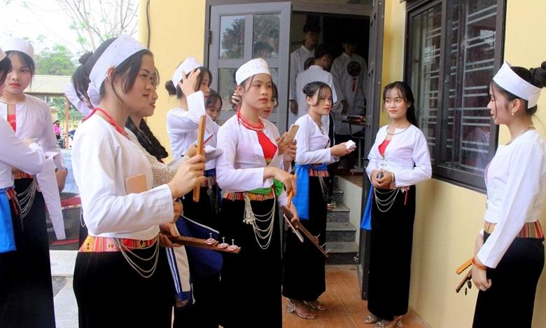 Hòa Bình: Lan tỏa vẻ đẹp và giá trị trang phục truyền thống