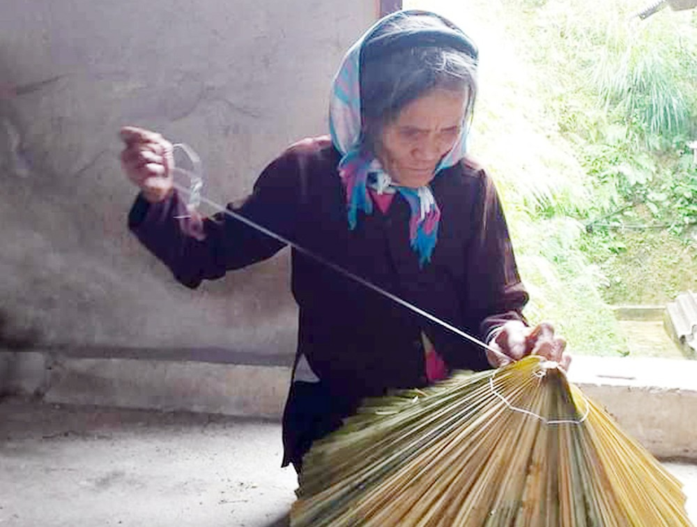 Lào Cai: Độc đáo nón lá cọ của người Tày xã Bản Liền