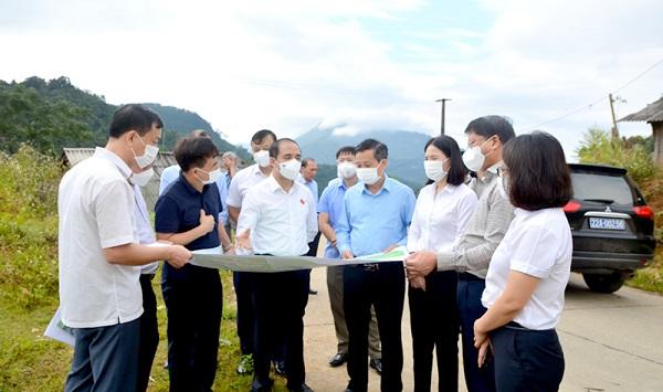 Đồng chí Bí thư Tỉnh ủy (Tuyên Quang) Chẩu Văn Lâm: Hồng Thái cần xây dựng các sản phẩm riêng có để phát triển du lịch.