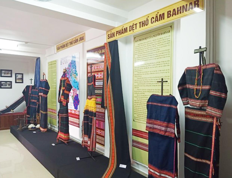 Phòng trưng bày sản phẩm dệt truyền thống Gia Lai: Đa dạng sắc màu thổ cẩm