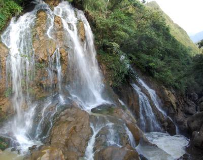 Chiêm ngưỡng nhiều thác nước đẹp ở Lào Cai