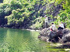 Kỳ thú hồ Cống Đỏ (Quảng Ninh)