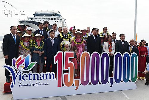 Vị khách quốc tế thứ 15 triệu trong năm 2018 đã đến Việt Nam