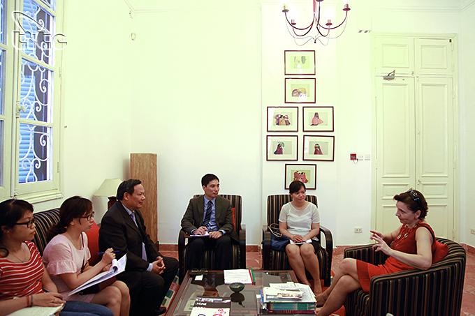 Tổng cục Du lịch làm việc với Đại sứ quán Belarus, Tây Ban Nha, Anh, Pháp, I-ta-li-a