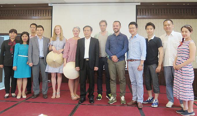 Giao lưu với đoàn blogger quốc tế đến Việt Nam