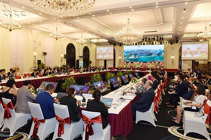 Thông qua Tuyên bố cao cấp APEC 2017 về Du lịch bền vững