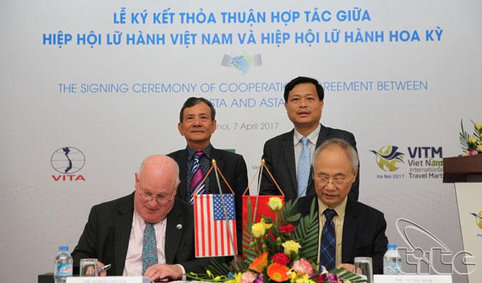 Lễ ký kết thỏa thuận hợp tác giữa Hiệp hội Lữ hành Việt Nam và Hiệp hội Lữ hành Hoa Kỳ