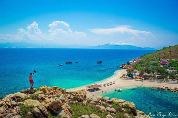 Thú vị bãi tắm đôi ở đảo Yến (Khánh Hòa)