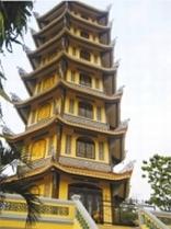 Một ngôi tháp độc đáo trong khuôn viên Hội Khánh Tự - Bình Dương
