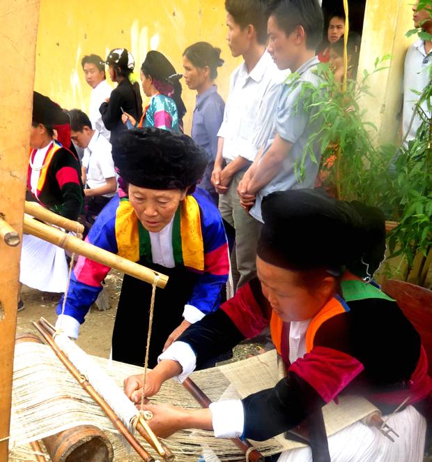 Nghề dệt lanh của người Mông ở Hà Giang