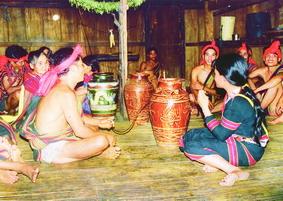 Ché rượu cần trong đời sống của người Xơ Đăng, Quảng Nam