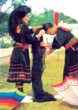 Mái tóc: Nếp văn hóa đặc sắc của phụ nữ Mông hoa